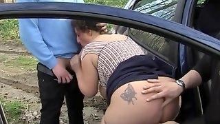 Romina loy succhia due cazzi