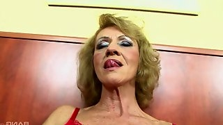 Close up amateur video of a mature babe getting fucked by a BBC