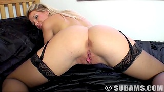 Hot irritant blondie Shelly spreads her legs up play with her cravings