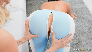Scalding girls Tiffany Watson and Sybil Stallone strive sex with a toy