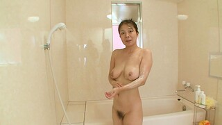Having it away in POV relating to torrid Japanese mature Akiko in the bedroom