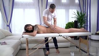 Victoria Velvet enjoys hyperactive body massage and sucks masseur's hard unearth
